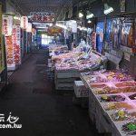 小樽美食推薦 三角市場吃超值海鮮丼、買海產帝王蟹