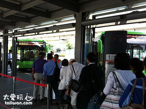 桃園高鐵站搭接駁公車