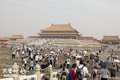 紫禁城大但是大陸人更多