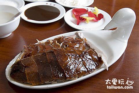 半隻北京烤鴨只切出這一小盤