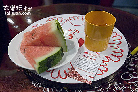 海底撈餐廳水果飲料任你吃
