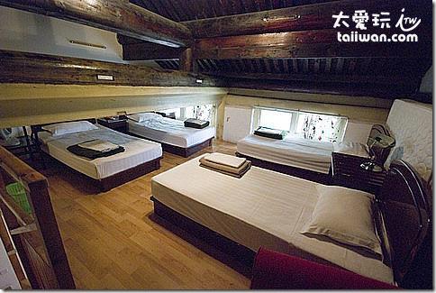 北京紅燈籠客棧(仿古園)八人房