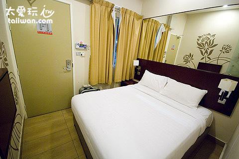 Tune Hotel房間小到爆...而且維護得不好,乾淨就是了