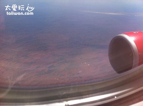 一整片沙漠,應該是澳洲