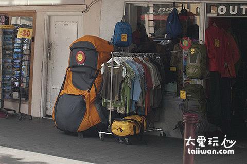 這個背包我喜歡...可以偷渡一個成人