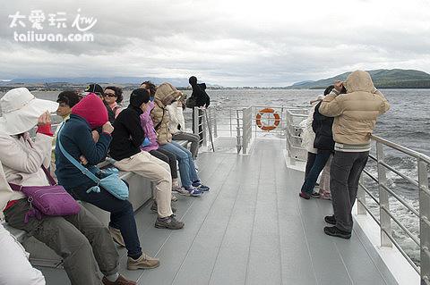 甲板風大又冷爆了...但是大家還是愛挑戰