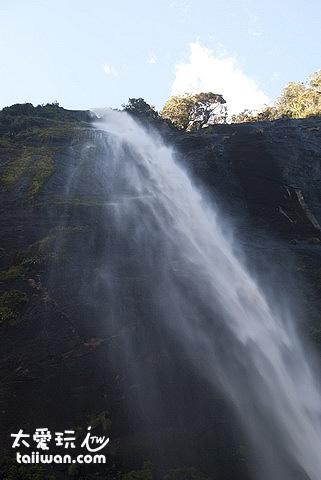 米佛峽灣-史達林瀑布