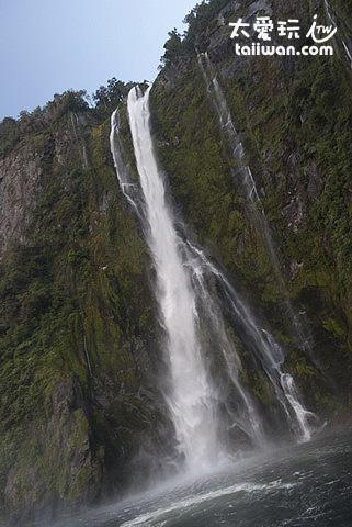 米佛峽灣-瀑布