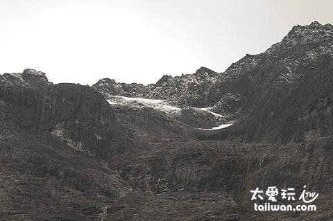 90度垂直而上近千米的岩壁