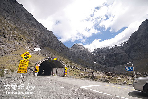 漢默隧道 (Homer Tunnel )