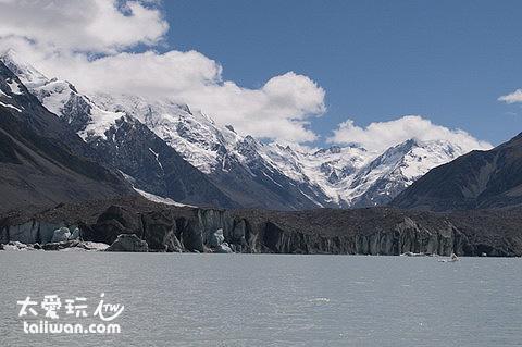 遠遠望著塔斯曼冰河