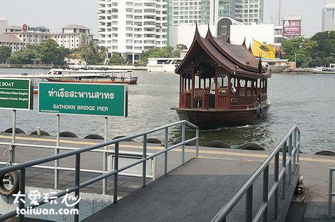 飯店專屬的交通船