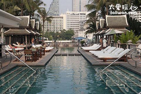 半島酒店的泳池