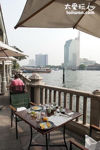半島酒店的河畔早餐