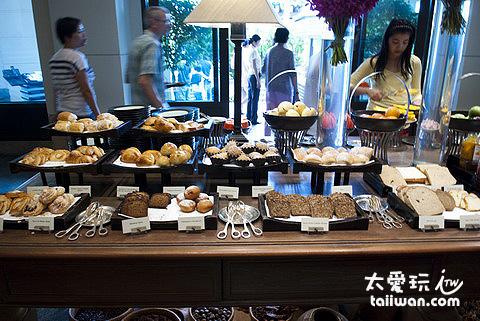 半島酒店的早餐麵包區