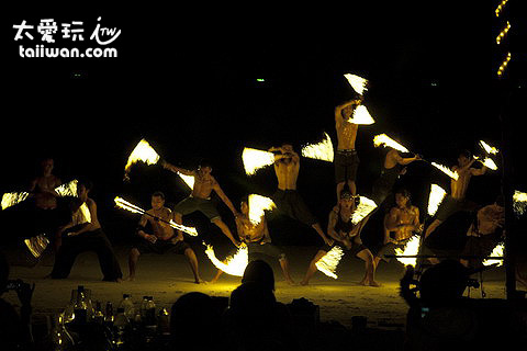 Ploy Talay Restaurant的火舞秀