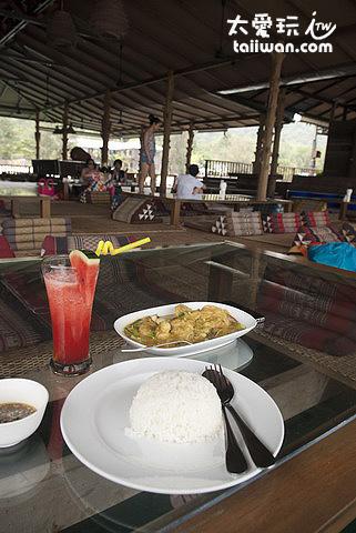 Ploy Samed Restaurant水上餐廳餐點很好吃