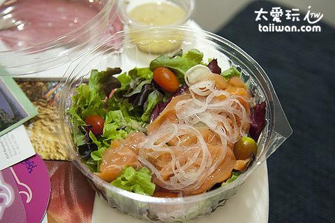 飯店補給站賣的生菜沙拉便宜又好吃