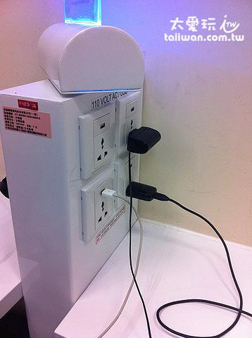 候機室貼心的充電座