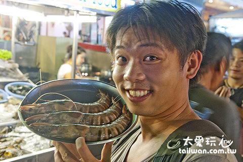 跟臉一樣大的虎蝦