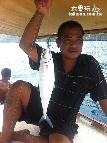 銀色帶藍的魚