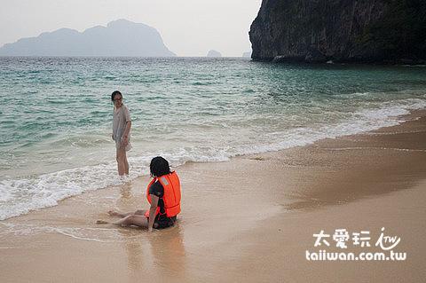 海灘上的兩Lao與Ling