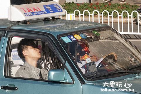 計程車內的監獄