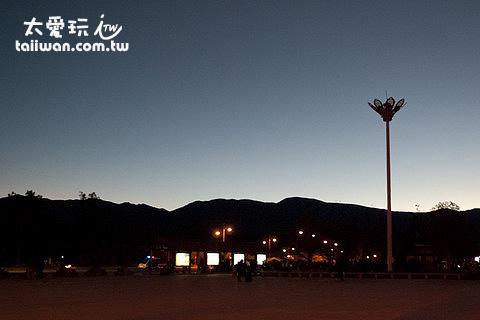 麗江火車站的黎明