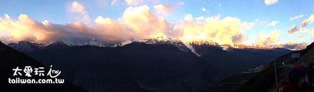 梅里雪山日照金山