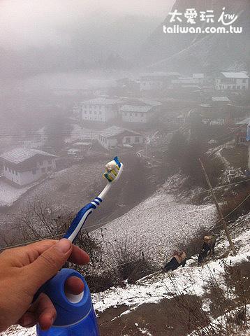 山谷霧氣瀰漫