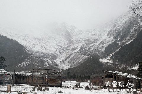 冰湖大本營與布迥松階吾學(小兒峰,標高5880公尺)
