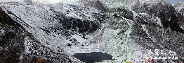 冰湖與小兒峰