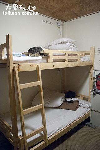 青旅四人房一張床40塊