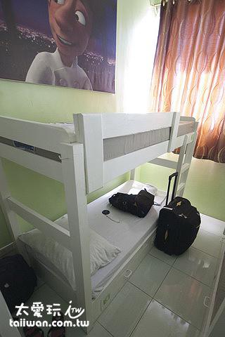 非常非常非常小的床位
