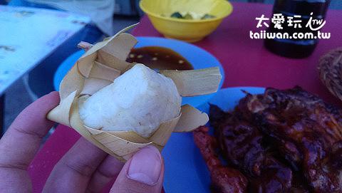 包得跟粽子一樣的白飯 - 很難吃