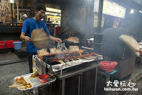 老巴剎美食中心的露天沙嗲攤