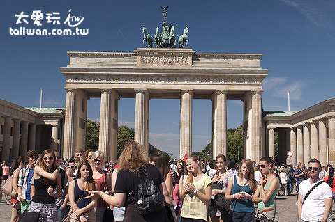 布蘭登門(Brandenburg Gate)是柏林甚至德國的重要地標