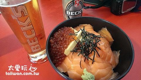 鮭魚卵丼飯8.4歐元,一瓶啤酒2歐元