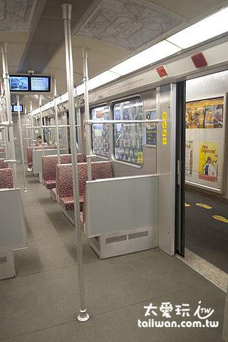 小小的地鐵車廂