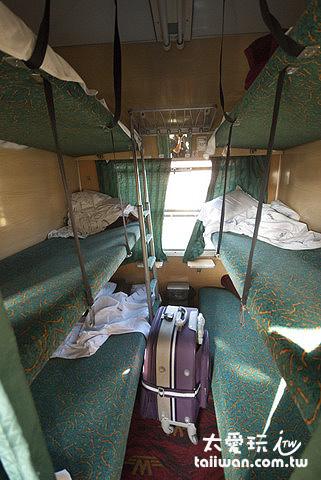 六床的包廂走道超窄