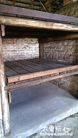 集中營的另一種床位