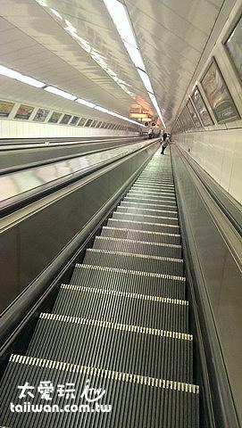 深不見底的地鐵