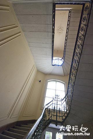 看到這樓梯就暈了