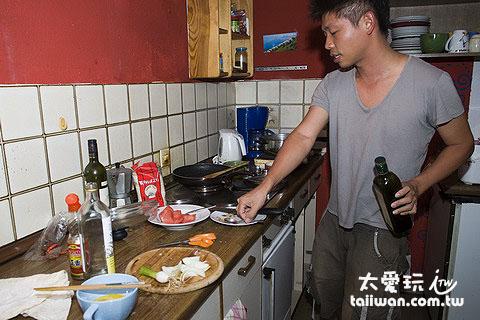 煮飯中...
