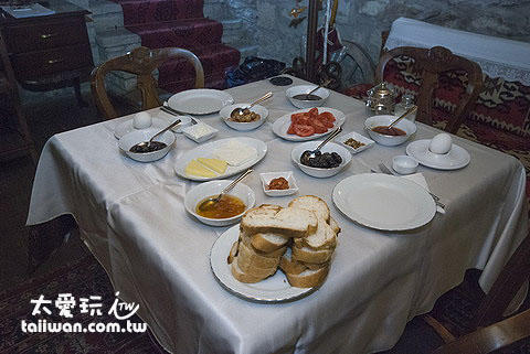 Mehves Hanim Konagi滿滿的一桌早餐