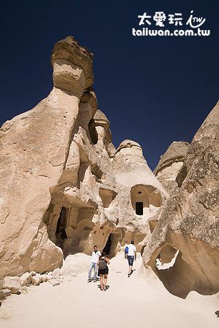 Pasabag的岩窟屋