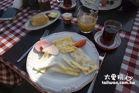 Kayakapi Premium Caves Cappadocia的早餐