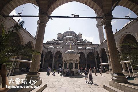 耶尼清真寺