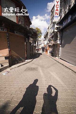 伊斯坦堡街上空無一人