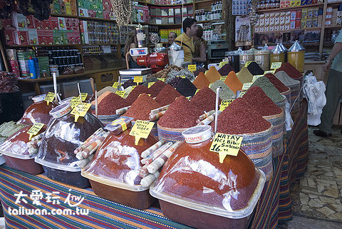 埃及市場周邊香料攤